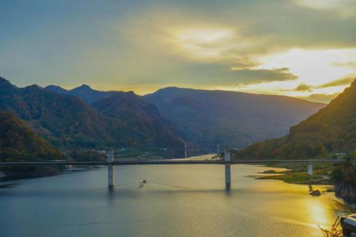 鹽壩大橋和夜景
