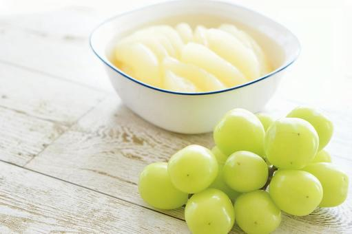 Shine Muscat and pear compote