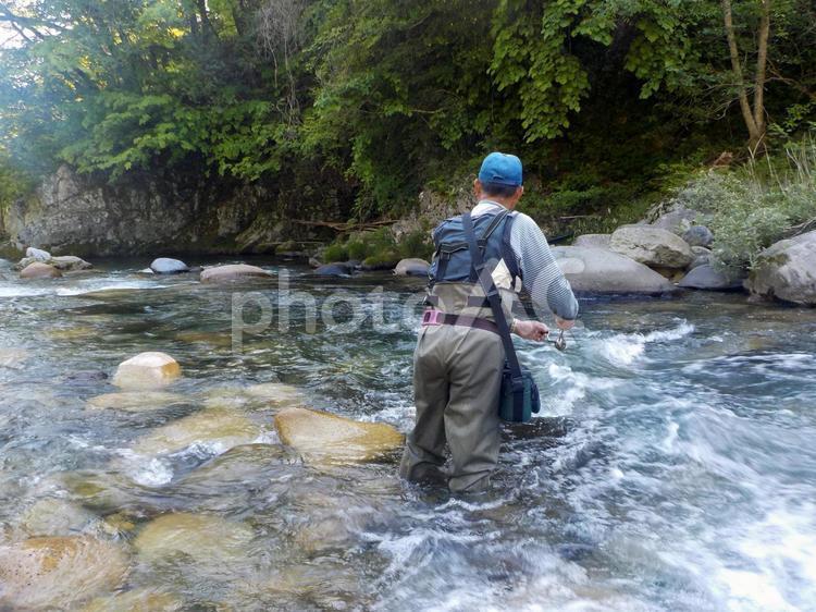 渓流のルアーフィッシングの写真