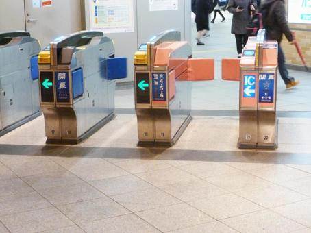 Walk 2 at Yokohama Station on Sotetsu Line
