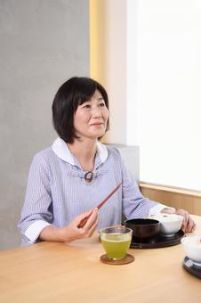 高級女子1吃