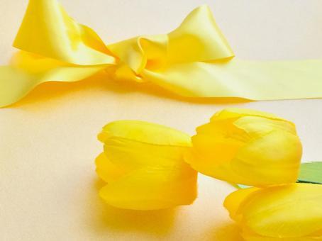 Yellow ribbon and yellow tulips