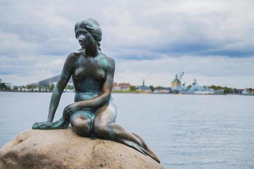 Statue of mermaid princess