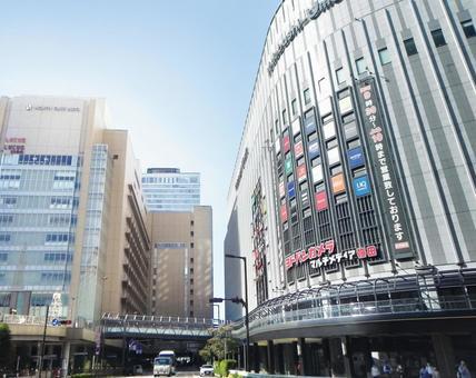 오사카 역 앞 풍경