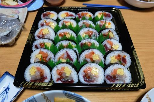 Thick sushi (seafood) 01