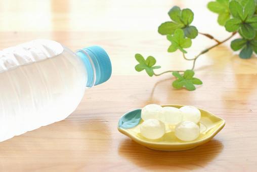 鹽糖和PET瓶裝水