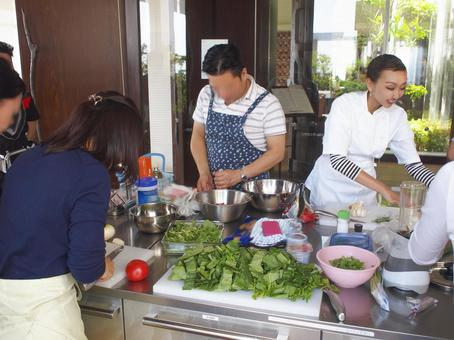 Scene of cooking class