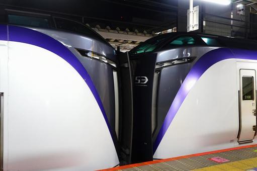 중앙 본선의 특급 열차 (E353 계)