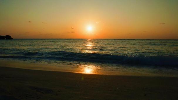 Sunset over the sea Beautiful sunset beach
