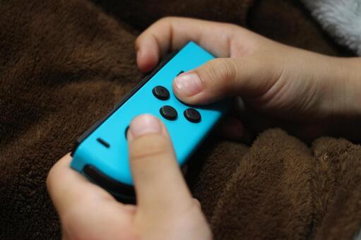Nintendo Switch 닌텐도 스위치 게임 컨트롤러 어린이 손