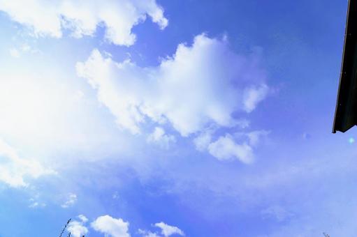 푸른 하늘과 백운와 지붕