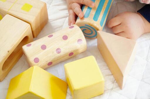 積み木遊び・赤ちゃんの遊4