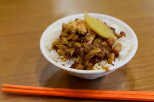 台湾の魯肉飯(ルーローハン)