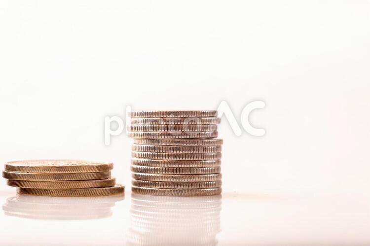 500円と100円硬貨の写真