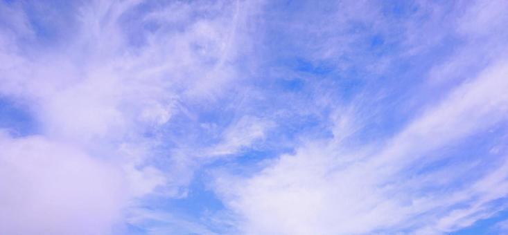 구름이 성장 푸른 하늘