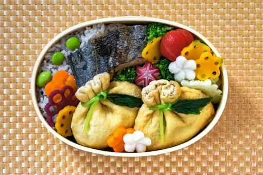 Lunch box of grilled Spanish mackerel and purse with hijiki seaweed _01