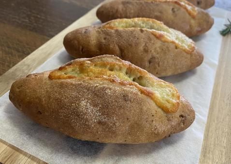 호두와 치즈 빵 가로