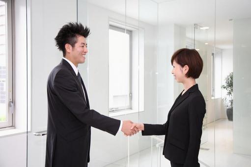 公司員工5握手