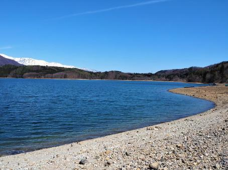 Lake Aoki in winter