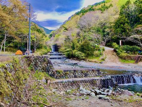 가나가와 현하다 노시의 水無川 캠프