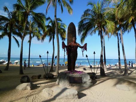 Duke Kahanamoku Statue in Hawaii