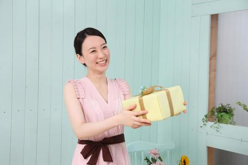 Gifts and ladies 7