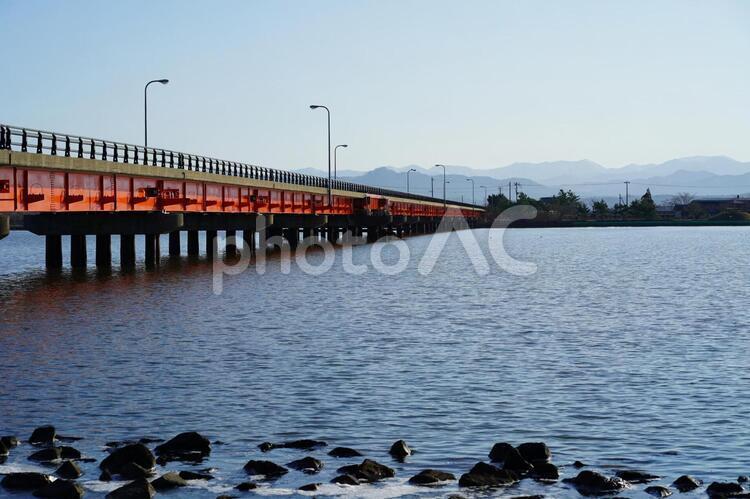湖面と橋の写真