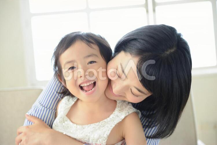 母と子 抱っこ12の写真