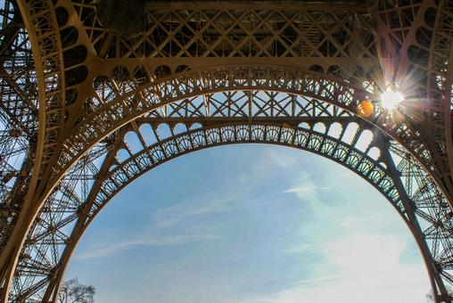 에펠 탑과 푸른 하늘 (프랑스 파리)