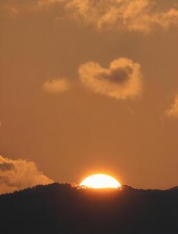 Heart cloud (sunrise)