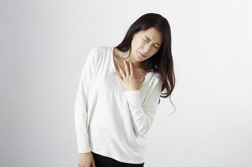 Japanese women suffering from chest pain 1