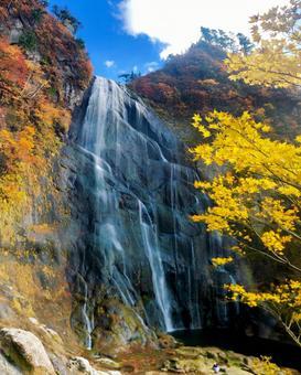 Yasu no Taki blue sky and autumn leaves