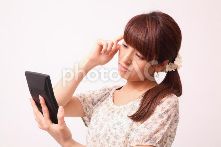 計算機を持つ女性2の写真