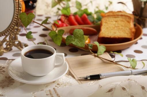 먹음직스러운 빵과 커피