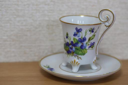 Fashionable demitasse cup and saucer