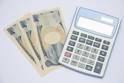 Thousand yen bill and calculator 2