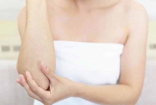 Women doing body care