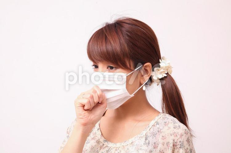 マスクを着けた女性3の写真