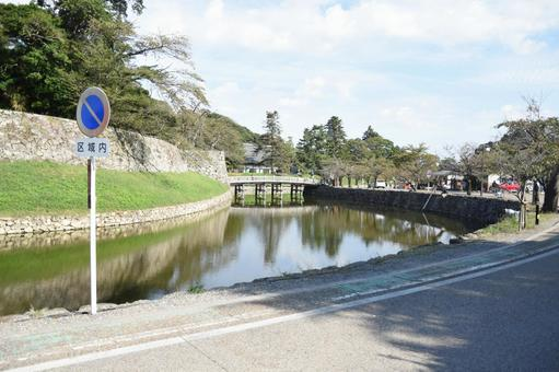Hikone Castle Moat and Omotemon Bridge (in front of Hikone Higashi High School)
