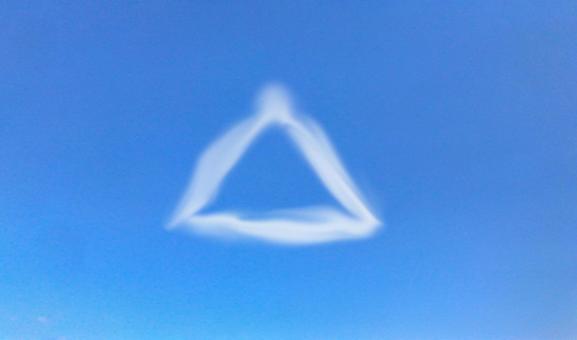 Triangular cloud (sky)