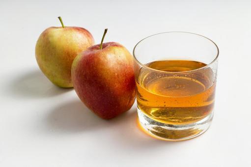 사과와 음료 8