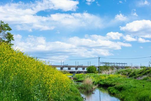 신칸센 고가와 작은 강
