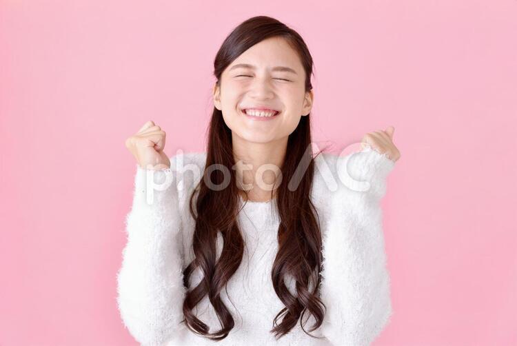 喜ぶ女性1の写真
