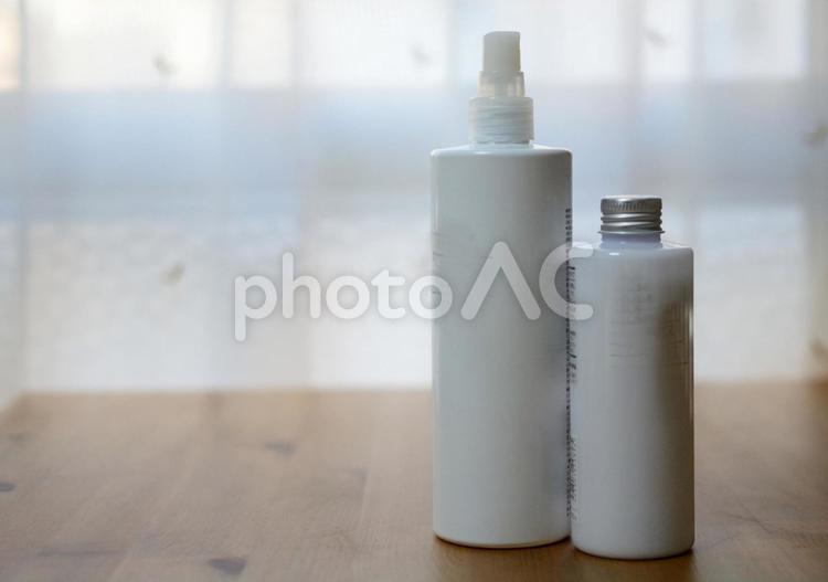 乳液と化粧水の写真