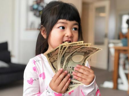 Girl with money_01