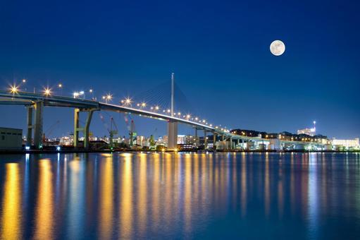 Night view from the wharf / Hakata (Natto pier)