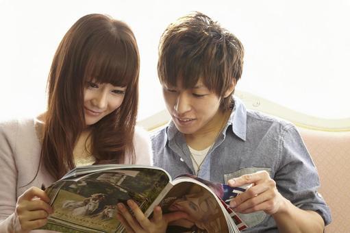 Couple seeing magazines 15