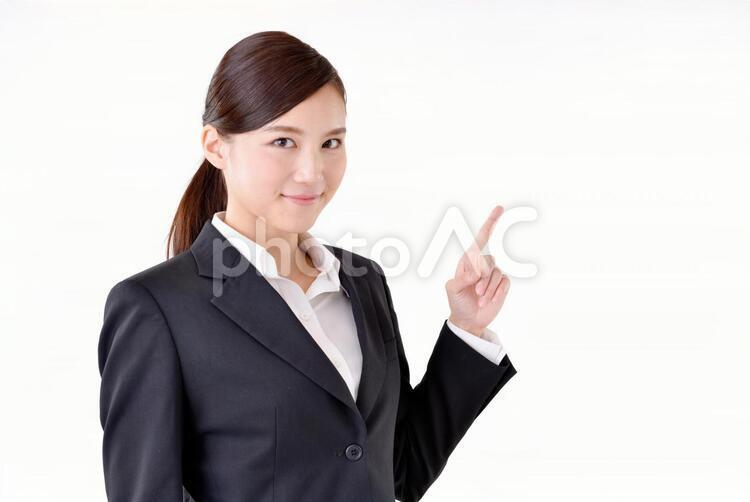 スーツ姿の女性129の写真