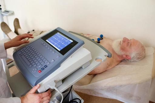 Foreign nursing old man 2 who is electrocardiographed
