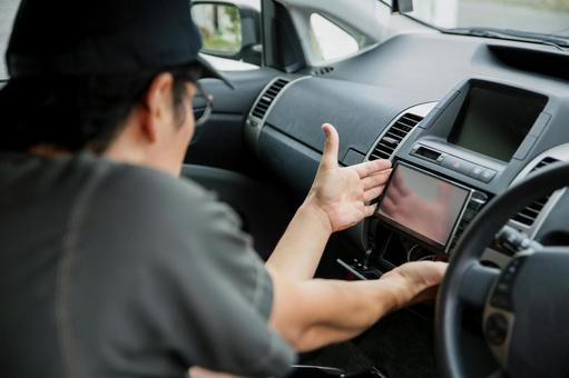 Mechanic to install car navigation / audio